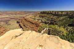 Grand Canyon, zuidenrand, zonnige dag met blauwe hemel Royalty-vrije Stock Fotografie