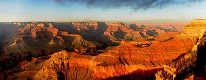 Grand- Canyonsonnenuntergang-Panorama Stockfotografie