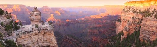 Grand- Canyonsonnenuntergang-Panorama Stockbilder