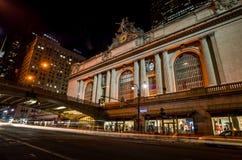 Grand Central längs den 42nd gatan på natten Royaltyfri Fotografi