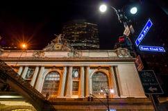 Grand Central längs den 42nd gatan på natten Fotografering för Bildbyråer