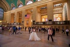 Grand Central stationsNew York brud och brudgum Royaltyfria Foton