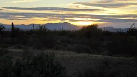 Grand ciel au parc de montagne de Tucson au coucher du soleil image stock