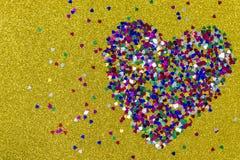 Grand coeur des coeurs sur le jaune Contexte pour la Saint-Valentin image stock