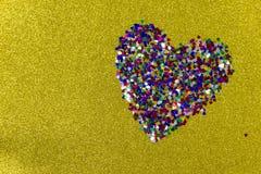 Grand coeur des coeurs sur le jaune Contexte pour la Saint-Valentin photo libre de droits