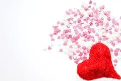 Grand coeur rouge et beaucoup de petits coeurs dans le rose et le blanc Photographie stock libre de droits