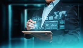 Grand concept de renseignements commerciaux de technologie de données Internet de données photo libre de droits