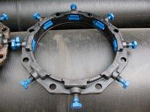 Grand connecteur de conduite d'eau Photo stock