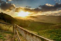Grand coucher du soleil de route d'océan photos libres de droits