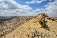 Grand cratère HaMakhtesh HaGadol en Israël Images stock