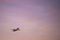 Grand décollage d'avion de passager Images libres de droits
