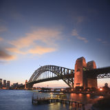 Grand dos crépusculaire de coucher du soleil de passerelle de port de Sydney photo stock