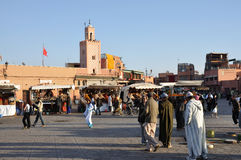 Grand dos d'EL Fna de Djemaa à Marrakech Photo stock