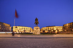 Grand dos de Skanderbeg, Tirana, Albanie Photo stock