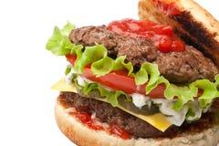 Grand double cheeseburger savoureux ouvert Photographie stock libre de droits