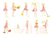 Grand ensemble avec la femme de ménage blonde mignonne de fille dans le peignoir rose images libres de droits