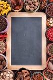 Grand ensemble d'épices et d'assaisonnements, vue supérieure Photo stock