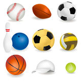 Grand ensemble de billes de sport et de capuchon de tennis. Photographie stock libre de droits