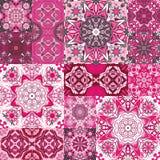 Grand ensemble de carreaux de céramique de vintage coloré avec les modèles marocains fleuris Milieux et boutique de textures Images libres de droits