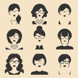 Grand ensemble de vecteur de différentes icônes des femmes APP en verres dans le style plat Images femelles de visages ou de tête illustration stock