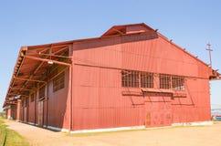 Grand entrepôt rouge sur Estrada de Ferro Madère-Mamore Images libres de droits