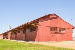 Grand entrepôt rouge sur Estrada de Ferro Madère-Mamore Photos libres de droits