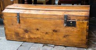 Grand et grand vieux cas en bois sur un marché, le commerce, boutique Photos stock