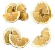 Grand et juteux fruit de Pamelo sur un fond blanc, différentes vues sur une feuille Couleur lumineuse d'agrume sans fond photo libre de droits
