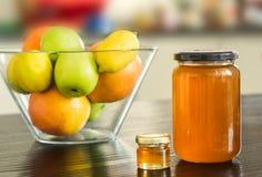 Grand et petit pot de miel Image stock