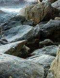Grand fond pointu de vue de plan rapproché de colline de roche de forme photo libre de droits