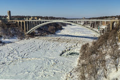 Grand gel au pont en arc-en-ciel photo libre de droits