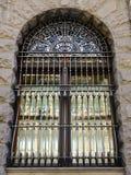 Grand gril de sécurité de fenêtre en métal Photos libres de droits