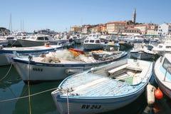 Grand groupe de bateaux dans Rovinj Photo stock