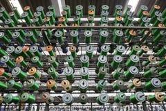 Grand groupe de cônes de fil de bobine Image stock