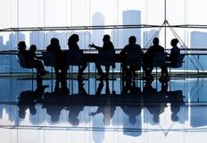 Grand groupe de gens d'affaires de se réunir Image libre de droits