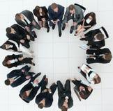 Grand groupe de gens d'affaires s'asseyant lors d'une réunion d'affaires Image libre de droits