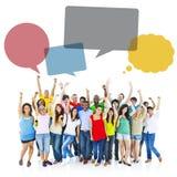 Grand groupe de personnes divers apprécier Image libre de droits