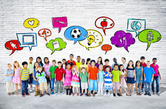 Grand groupe de position d'enfants Photo libre de droits