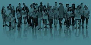 Grand groupe de sourire international d'étudiants Image stock