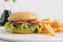 Grand hamburger savoureux Images stock