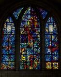 Grand hublot en verre souillé dans la cathédrale ou l'église Photo libre de droits