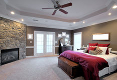 Grand intérieur de chambre à coucher photos stock