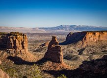Grand Junction och montering Garfield som sett från Colorado Nati Royaltyfri Fotografi