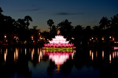 Grand krathong de flottement Photo stock