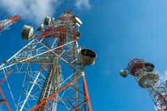 Grand mât trois par radio avec le ciel bleu Images libres de droits