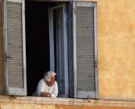 Grand-mère à Rome photo libre de droits
