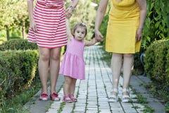 Grand-mère avec la fille et la petite-fille en parc Photographie stock libre de droits