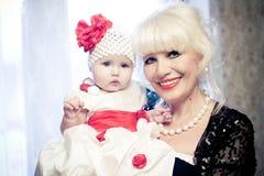Grand-mère avec la petite-fille Photographie stock