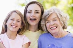 Grand-mère avec le descendant et l'enfant adultes Images libres de droits