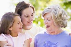 Grand-mère avec le descendant et l'enfant adultes Photo libre de droits